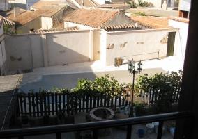 Vistas al patio y a la piscina desde la terraza