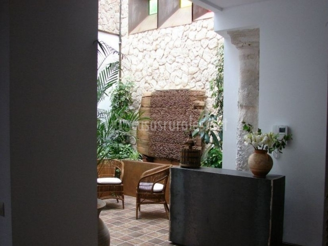 Hall recibidor en el patio interior