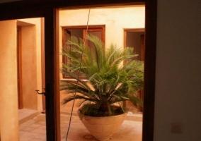 Salón con cristalera y vistas del exterior
