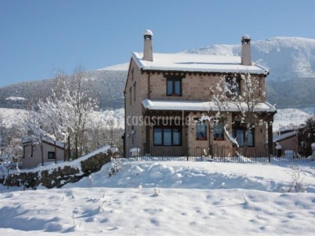La pinilla las casas de rosuero en rosuero segovia - Casas rurales en la nieve ...