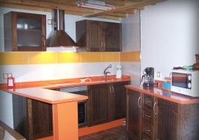 Cocina con preciosa decoración en madera