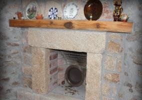 Estupenda chimenea en la sala de estar