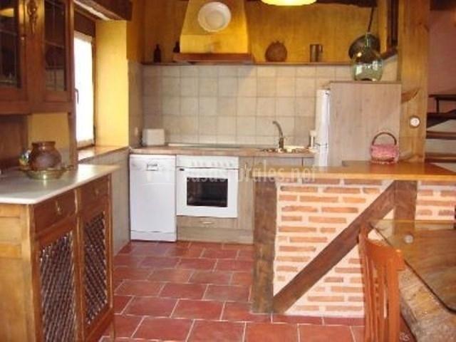 Real p sito ii en aguilafuente segovia - Cocinas pequenas con barra americana ...