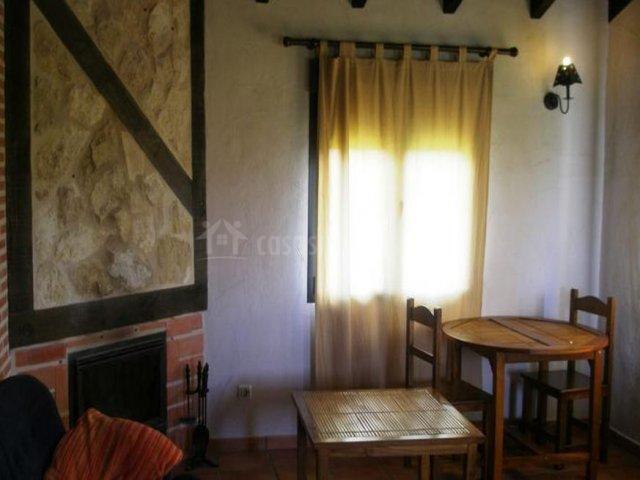 Las casitas del mirador del adaja en pajares de adaja vila - Salon comedor con mesa redonda ...