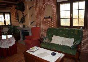 Salón con sofás tapizados