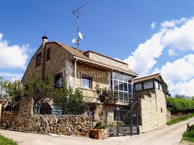 Casa rural tierra de juarros en san adrian de juarros burgos for Casa rural 5 habitaciones
