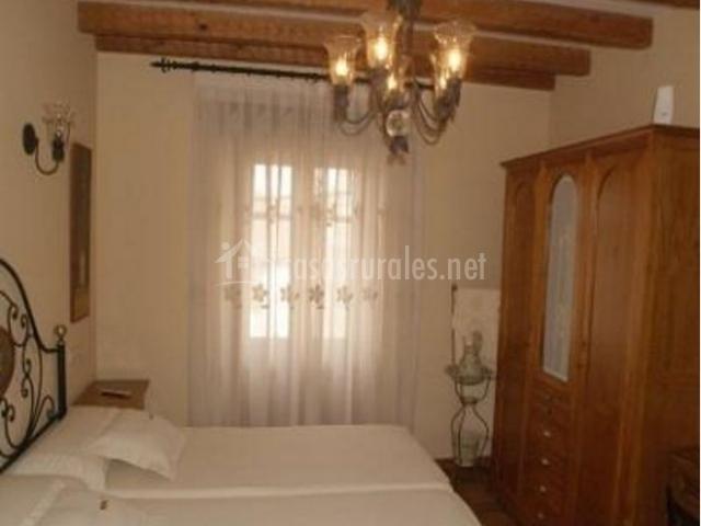 Dormitorio doble con armario ropero