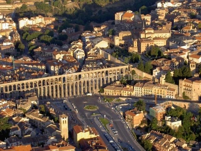 Zona centro en Segovia con su acueducto