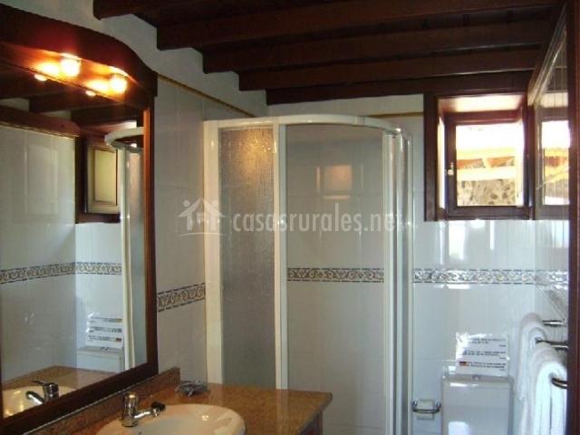 Baño con cabina de ducha