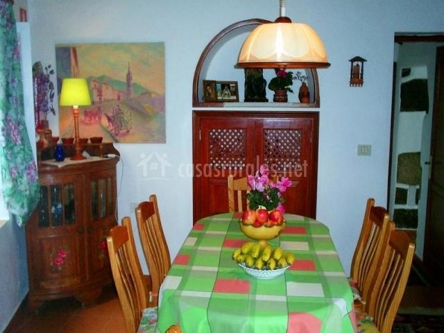 Casa virgen del rosario en san juan de la rambla tenerife for Comedor seis sillas