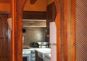 Cocina de la casa con menaje y luz
