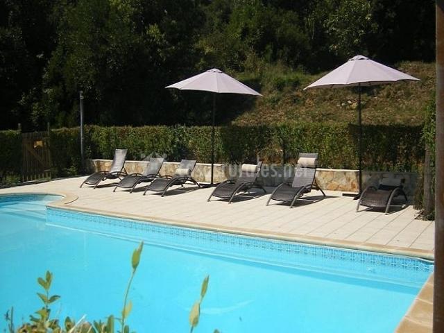 Casa rural cirerer en sales de llierca girona for Casa rural girona piscina