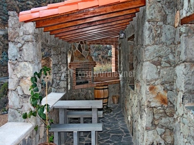 Casa rural el coronel casas rurales en tejeda gran canaria - Patios con barbacoa ...