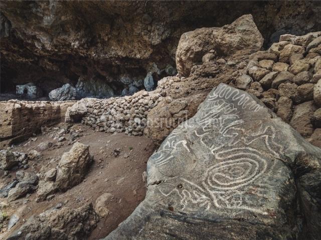 Dibujos en Cueva Belmaco