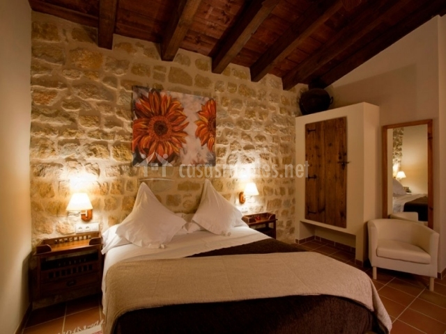 Hotel mas del rei en calaceite teruel for Dormitorio matrimonio madera