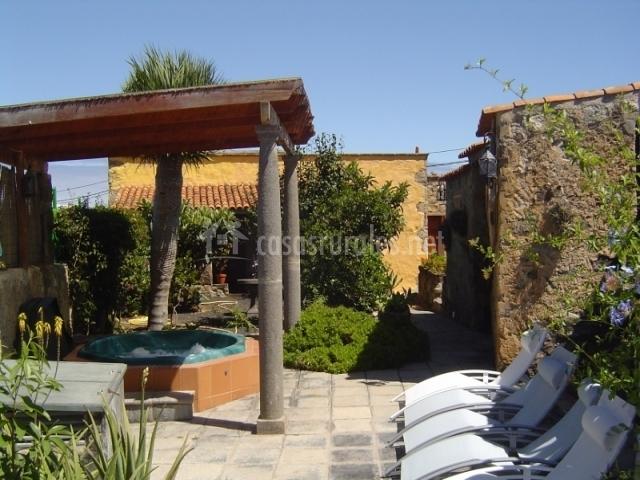 Jacuzzi En El Patio.Casa Rural El Drago Moya Gran Canaria