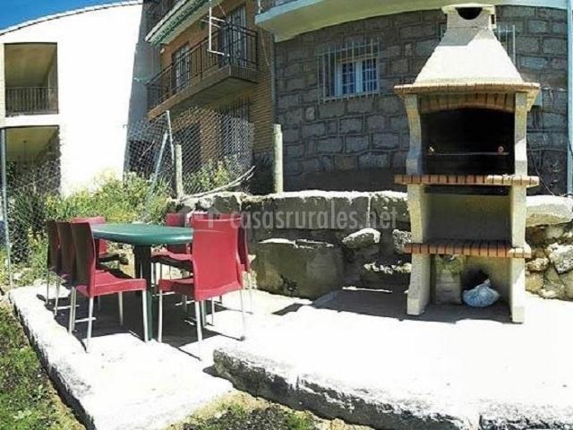 La huerta de primitiva en burgohondo vila for Huerta de san vicente muebles