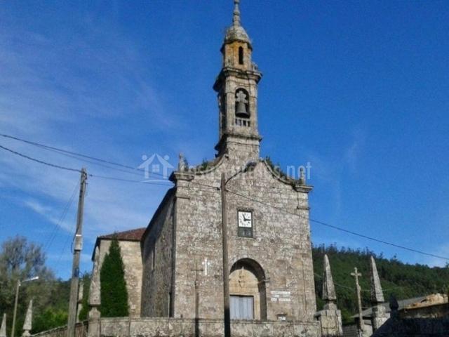 Zona centro con iglesia de San Ourente