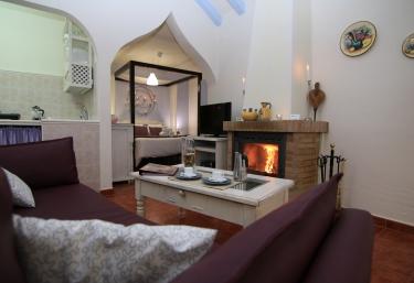 5cd242099ad30 Los 6 Paraísos Románticos. 1. Alquiler íntegro El Gastor (Cádiz). desde 23€  persona y noche. Casa rural chimenea El Gastor