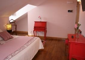 Con mobiliario rojo