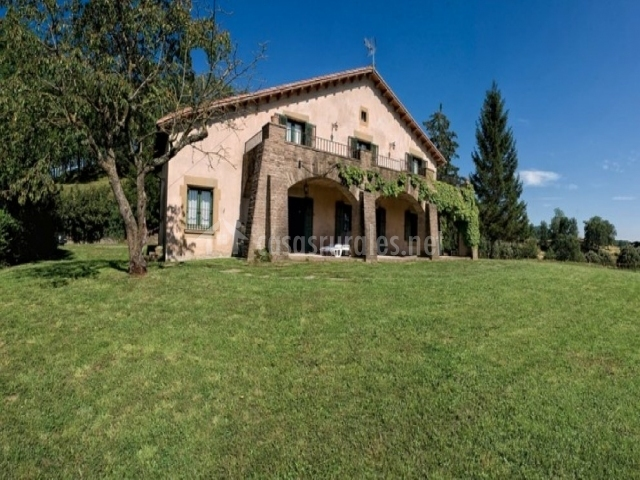 La gallinera de rupit en pruit barcelona - Casas rurales bcn ...