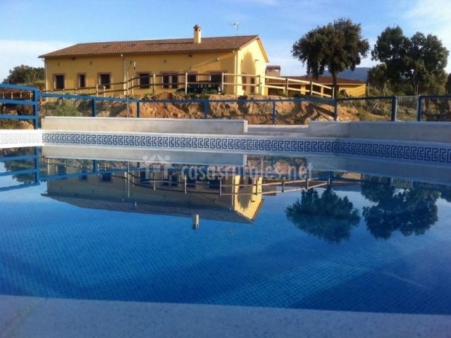 Finca montespliego en burgohondo vila for Casa rural avila piscina
