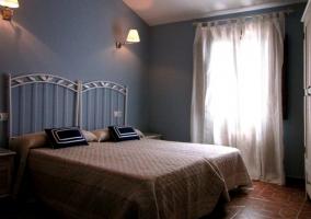 Camas en el dormitorio azul