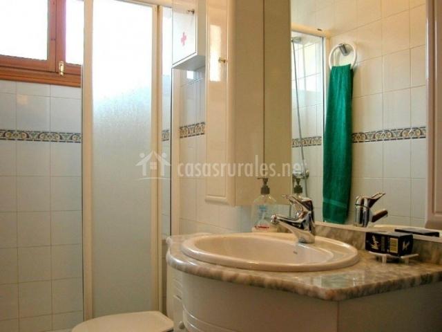 Eguzkialdea en legasa navarra - Ver cuartos de bano con plato de ducha ...
