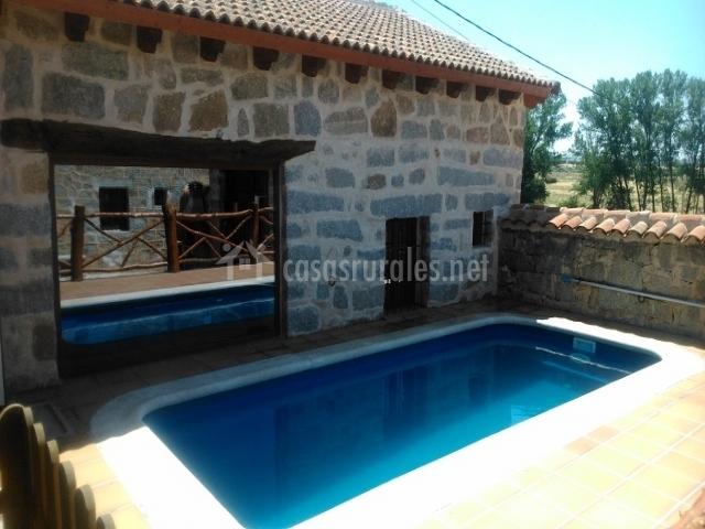 Casa rural la parada de berrocalejo en berrocalejo de for Casas rurales castellon con piscina