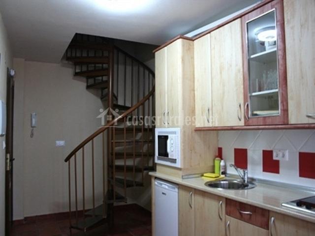 Apartamentos vallejera en vallejera de riofrio salamanca for Escalera de cocina