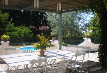 Casas rurales con piscina en milagro for Camping en navarra con piscina