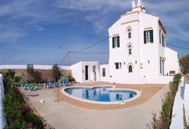 Casas rurales con piscina en menorca for Casas rurales con piscina en alquiler