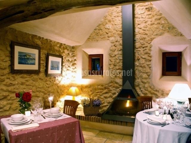 Villa 13 can lluc en sant rafel de sa creu sant rafel de - Comedor con chimenea ...