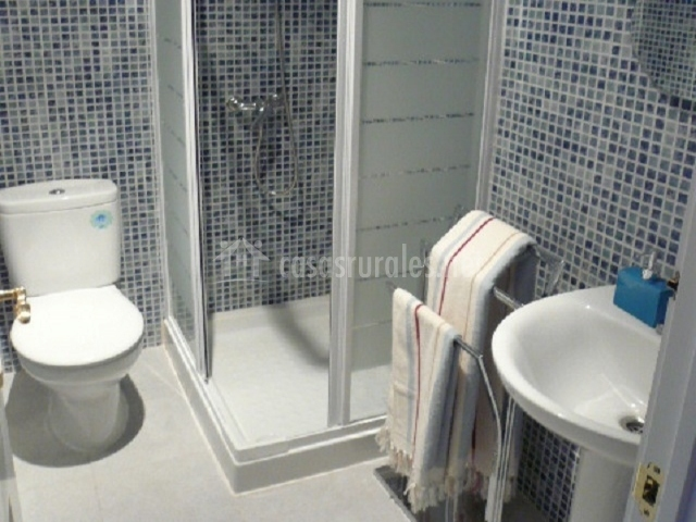 Apartamento a casco viejo en candeleda vila - Ver cuartos de bano con plato de ducha ...