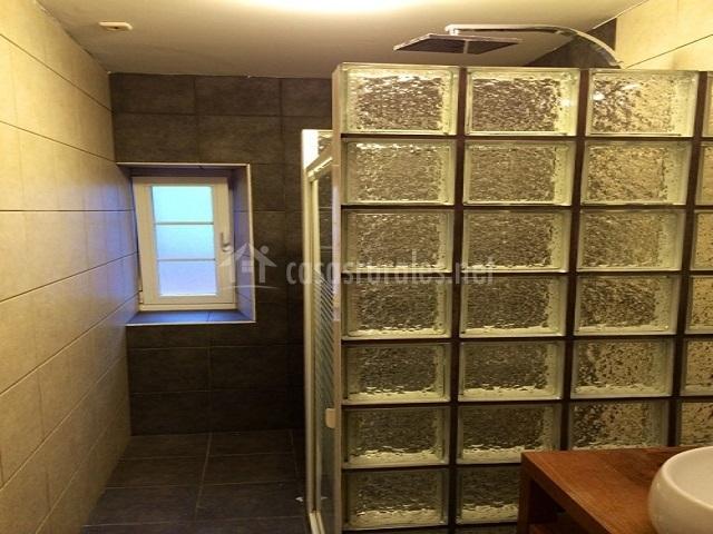 Apartamento konpanea casas rurales en bera vera de - Ver cuartos de bano con plato de ducha ...