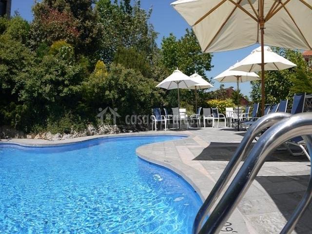 Cueto mazuga apartamento 3 en poo de llanes asturias for Tumbonas piscina baratas