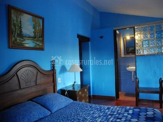 Posada la casa grande en jimena de la frontera c diz for Cuartos decorados azul