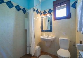 Cuarto de baño de dormitorio de matrimonio