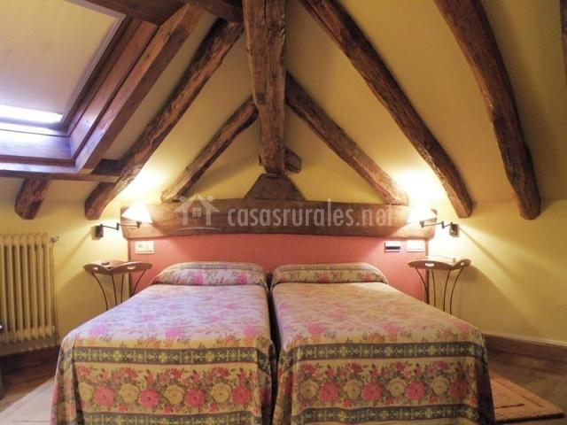 Hotel irigoienea en urdax urdazubi navarra - Dormitorio dos camas ...