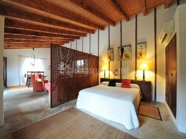 Suite especial con cama blanca