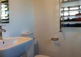 Cuarto de baño en blanco