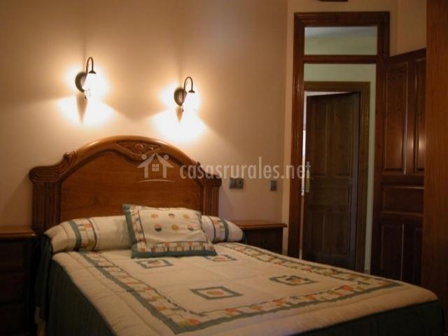 Apolonia i en artazu navarra for Mobiliario dormitorio matrimonio