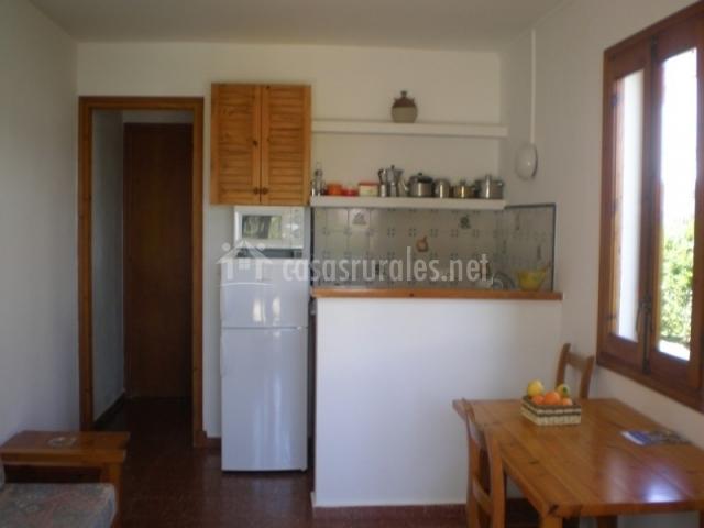 Apartamentos arenal playa en urbanitzaci arenal de 39 n for Sala y cocina juntas