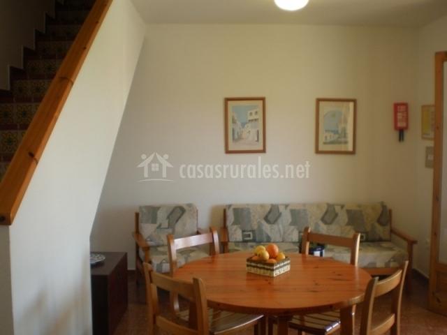 Sala De Estar Y Comedor Juntos ~ Sala de estar y comedor junto a escaleras
