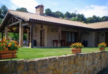 Casas rurales con piscina en navarra for Casas rurales con piscina en alquiler