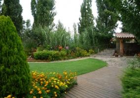 Jardín con porche