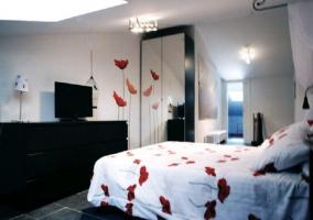 Dormitorio con decoración de amapolas