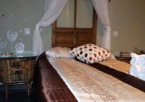 Dormitorio con muebles reciclados