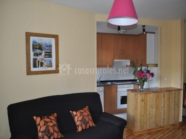 Apartamento la mogota el real de bohoyo apartamentos for Cocina abierta sala de estar