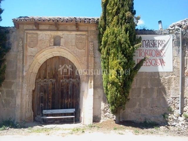 Tórtoles, Monasterio